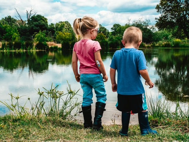 Picture of children by the lake to denote when will Canada Child Benefits (CCB) will be paid in 2020.
