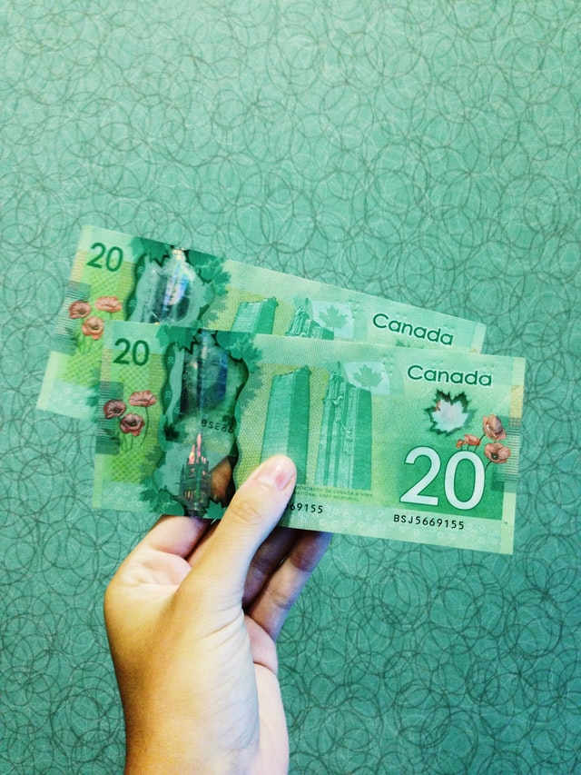 Picture of Canadian money to denote businesses receiving help due to CERS and CEWS being extended to June 2021.